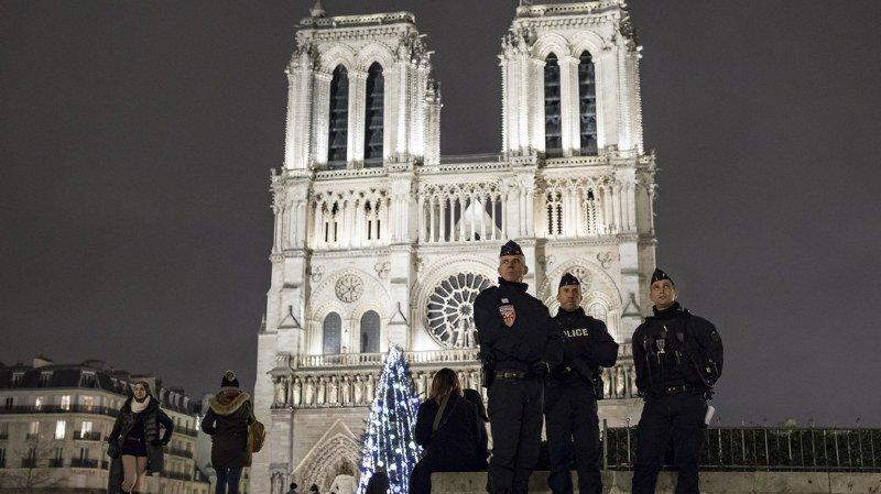 Quelque 140 000 policiers sont déployés dans toute la ville.