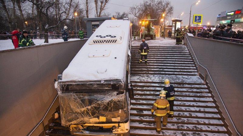 Russie: un bus fonce accidentellement dans un passage souterrain de Moscou, 4 morts