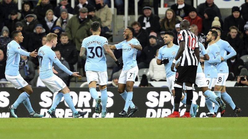 Net dominateur, Manchester City s'est imposé face à Newcastle sur une réussite de Raheem Sterling (au centre), bien servi par Kevin De Bruyne.