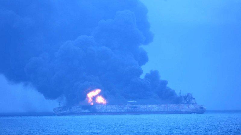 Chine: l'incendie du pétrolier iranien qui a percuté un navire samedi pourrait durer un mois