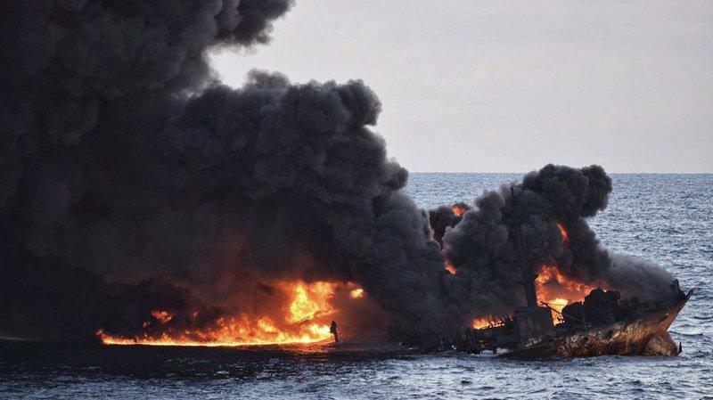 Le Sanchi a sombré le 14 janvier après avoir brûlé pendant une semaine.