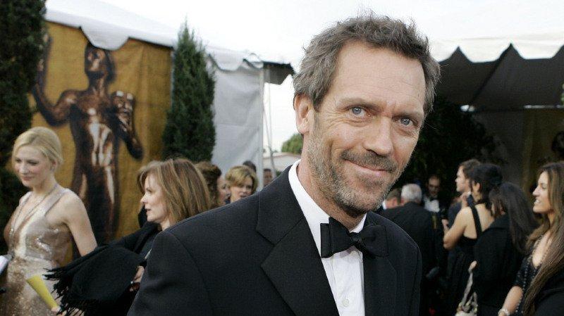 Hugh Laurie a été décoré par la reine Elizabeth II.