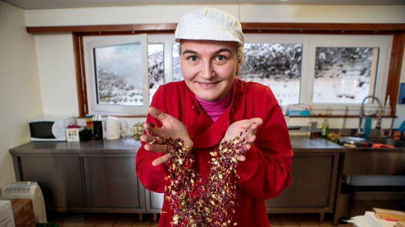 A Saint-Cergue, elle cultive et cuisine les fleurs