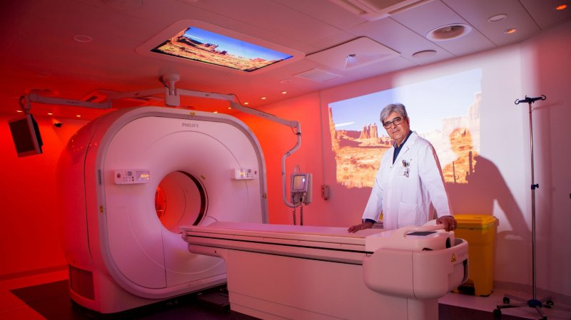 Le Dr Papazyan a choisi une ambiance australienne pour présenter le PET-CT Vereos Digital.