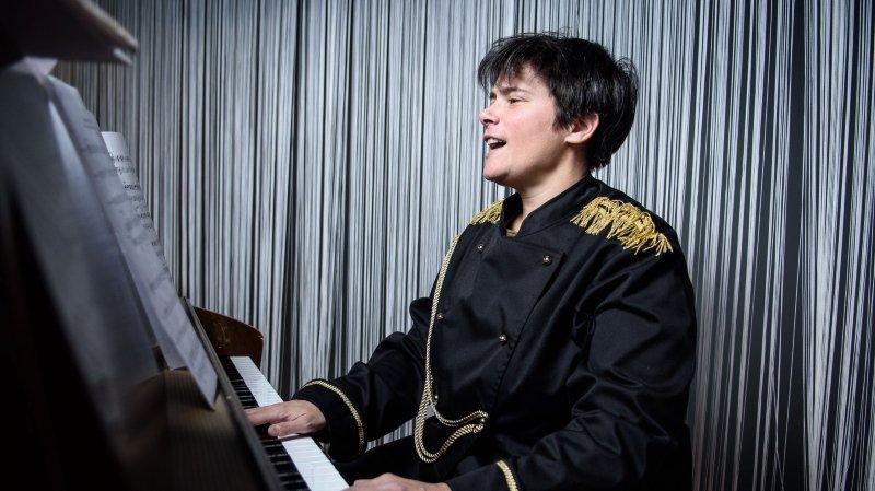 Hélène Zambelli a appris  à chanter avant de parler