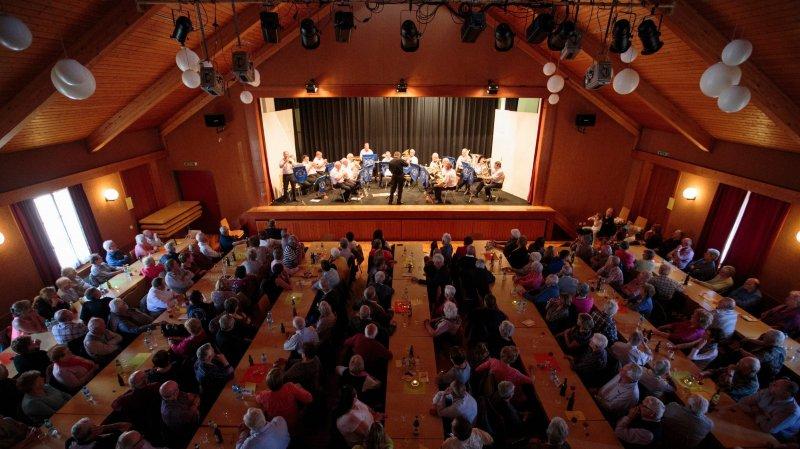 L'Echo des Vignes en concert dans la grande salle.