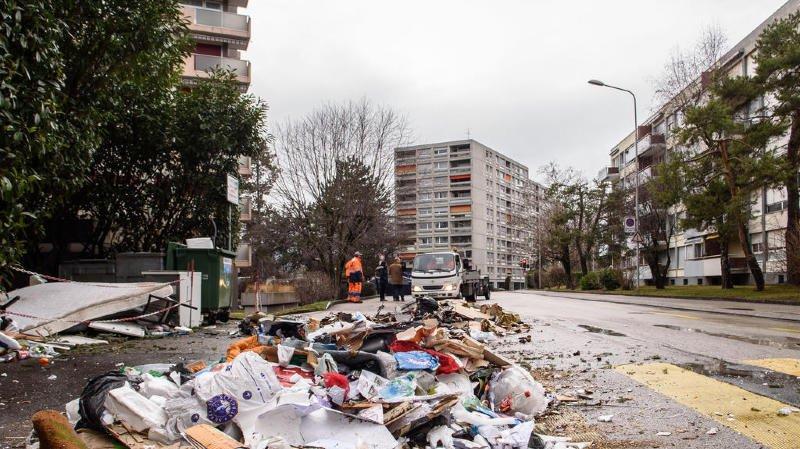 Des déchets ont pris feu mercredi à la Redoute.