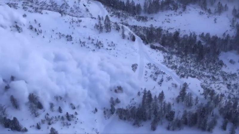 Déclenchement d'avalanche à Champex.