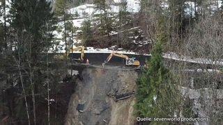 Vue aérienne des travaux de déblaiement sur la route d'Adelboden