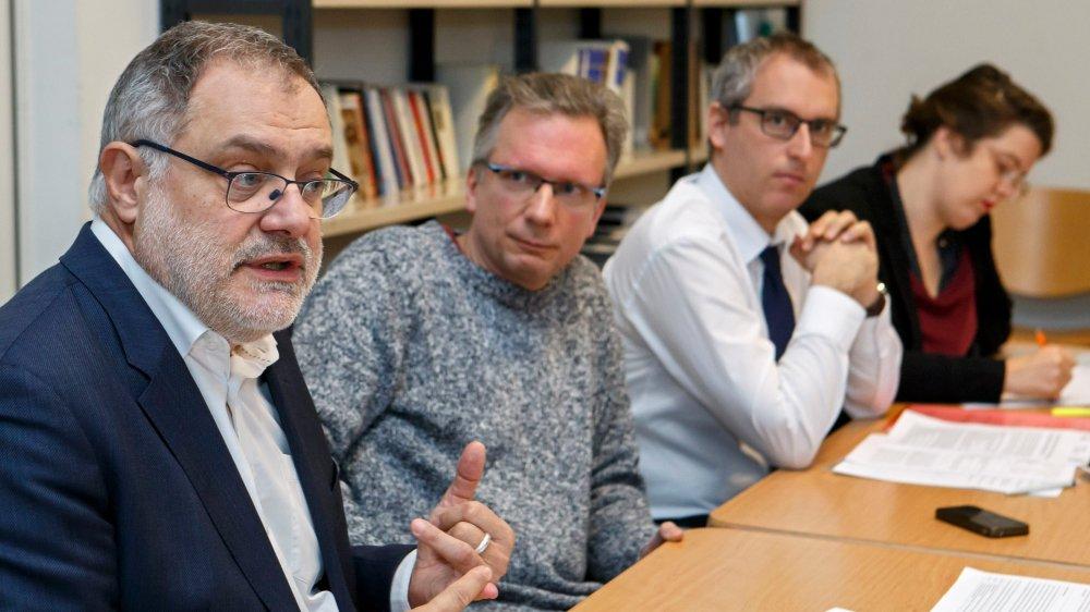Carlo Sommaruga, conseiller national socialiste, Yves Mugny, secrétaire syndical d'Unia Genève, et les avocats Christian Dandres et Caroline Renold ont dénoncé la situation des travailleurs, hier.