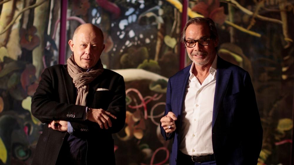 Vincent Lieber, conservateur du château, et Didier Guillon, président de la Fondation Valmont, devant la jungle mystérieuse de l'artiste anglaise Jane Le Besque.