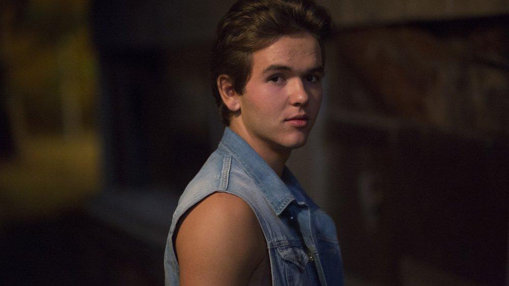Mickael Ammann joue Mica, 14 ans, le petit frère de la victime Mathieu. Mica est un des rares personnages dans le film qui a un regard lucide sur le drame.