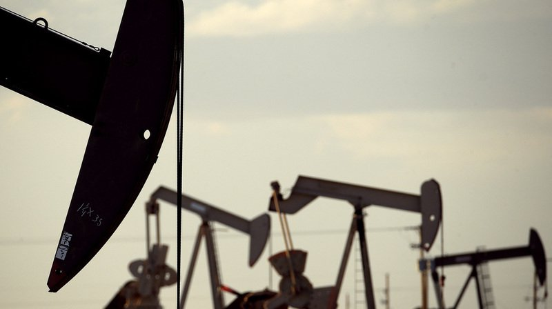 Aux États-Unis, la production de brut a atteint en moyenne 10,038 millions de barils par jour ce mois.