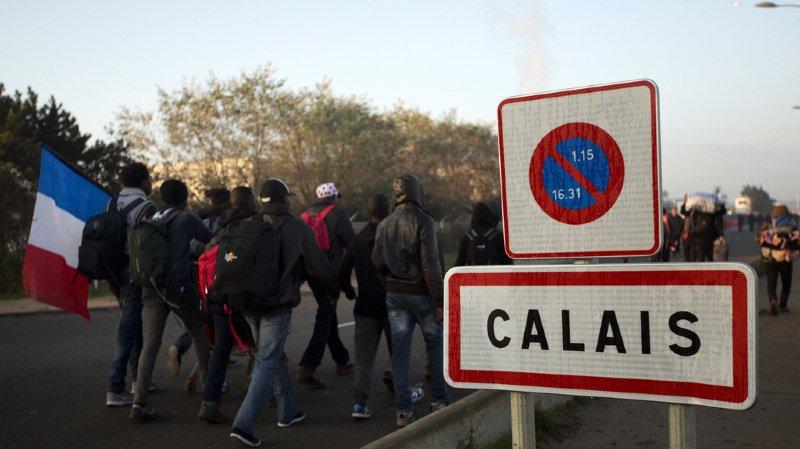 France: cinq migrants entre la vie et la mort à Calais après des affrontements