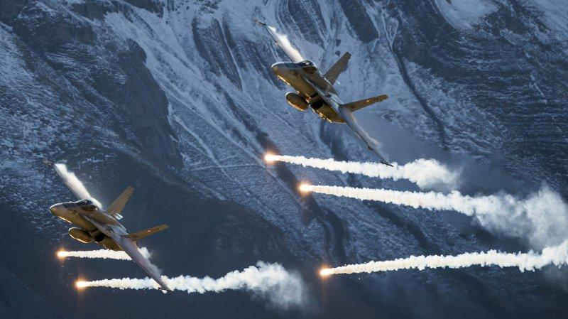 Armée: deux F/A-18 cloués au sol à cause fissures voleront à nouveau en mars