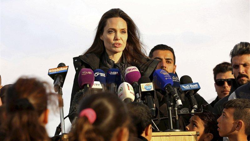 La nouvelle BFF d'Angelina Jolie s'appelle Brigitte Macron — Photos