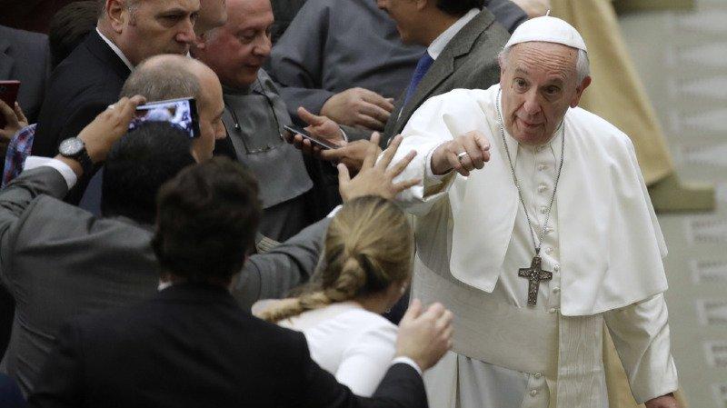 """Crise migratoire: le pape condamne les médias qui """"salissent"""" les migrants"""