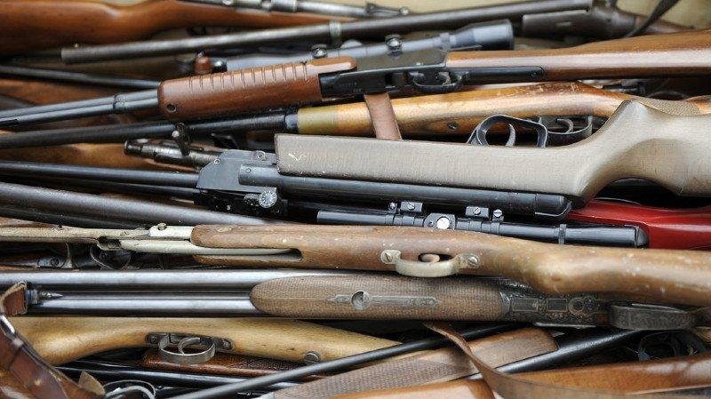 Législation sur les armes: Berne obtient des concessions, notamment pour les armes de service