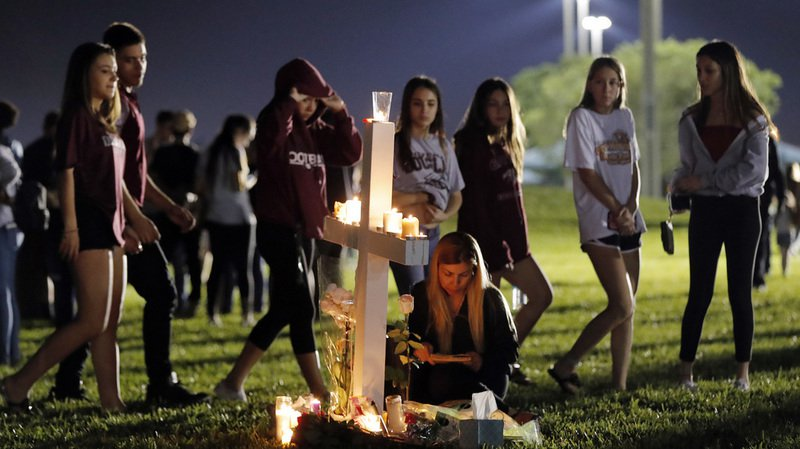 Floride: larmes, désespoir et culpabilité après la fusillade de Parkland