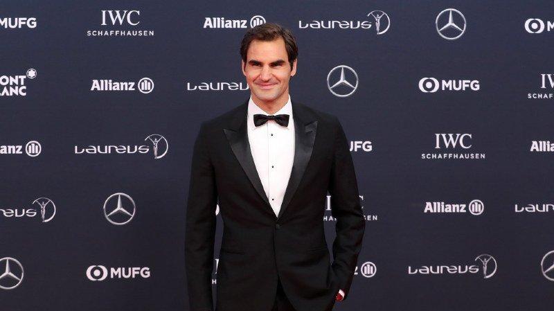 """Laureus Sports Awards: Roger Federer reçoit les prix du meilleur sportif et du """"comeback"""" de l'année"""
