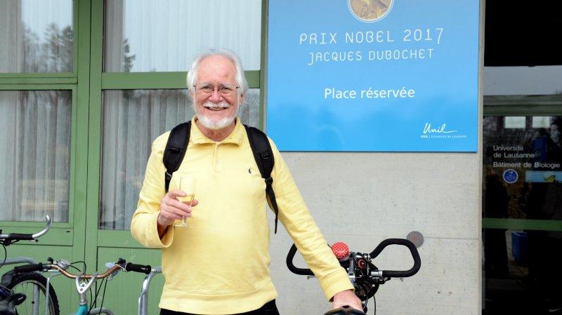 Jacques Dubochet a accueilli sa place de parc réservée avec le sourire.