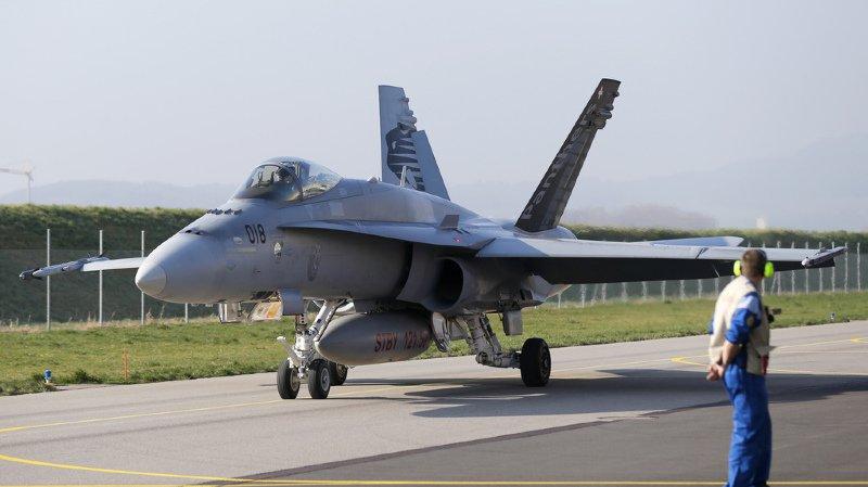 Forces aériennes: des fissures découvertes sur quatre avions