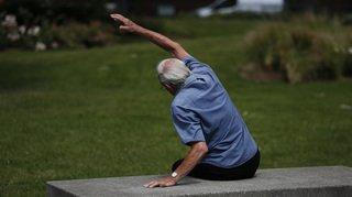 Santé: bouger même sans transpirer pourrait prolonger la vie des hommes âgés