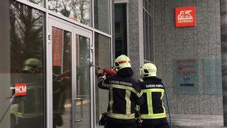 La lance Cobra s'élance à la rescousse d'un bureau en flammes