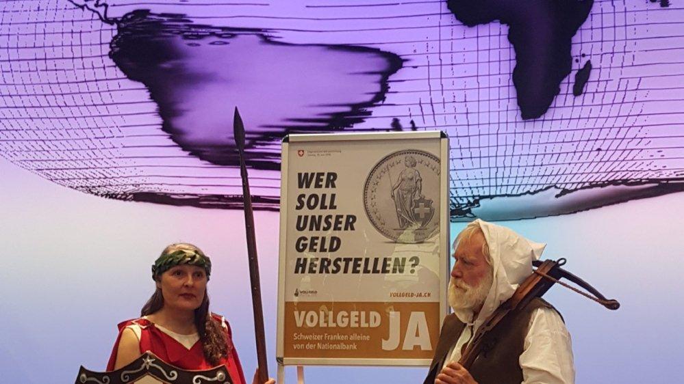 Appelant Guillaume Tell et Helvétia à la rescousse, les partisans  de Monnaie pleine vont faire campagne avec une affiche montrant la face d'une pièce  d'un franc et la question «qui doit créer notre argent?»