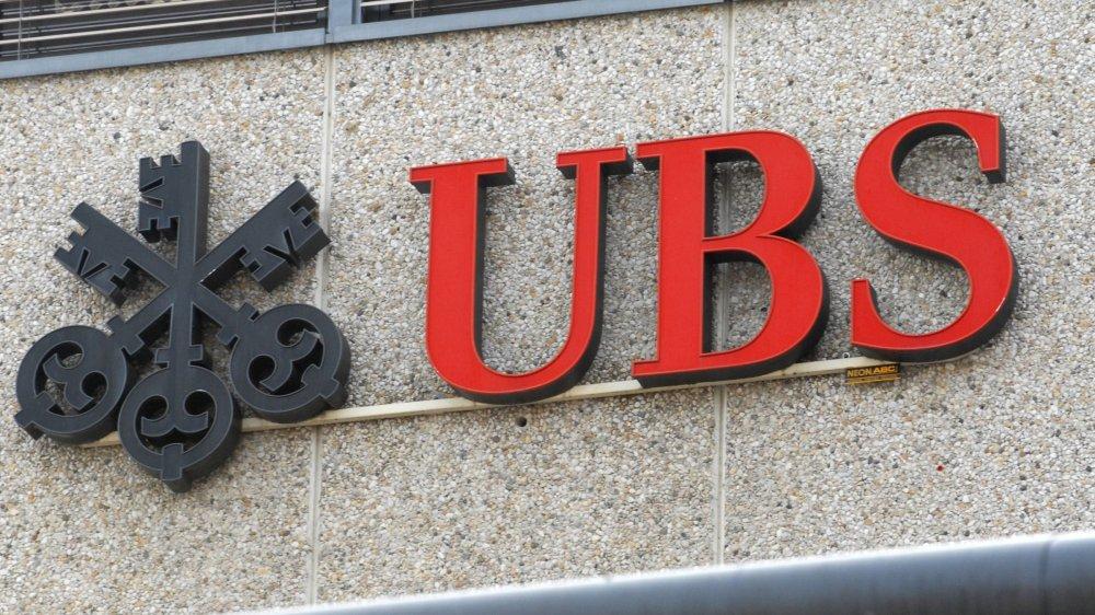 L'UBS, l'une des grandes banques mises en cause par la motion Antoine André, s'est dotée, l'an dernier, d'une charte éthique. En médaillon: Jean-Pierre Morisetti (haut), rapporteur majoritaire, et Jean-Bernard Thüler, représentant de la minorité.