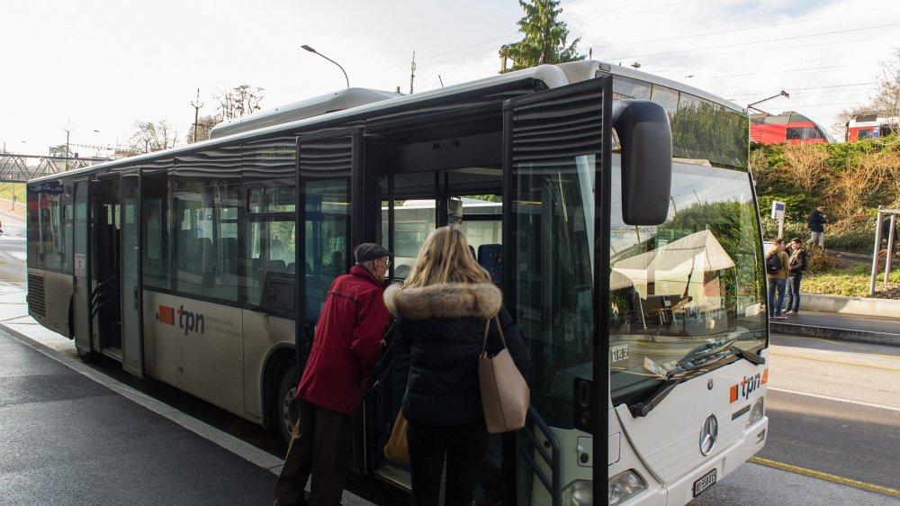 Les chiffres révèlent un transfert vers les bus et trains suite à l'amélioration de l'offre, plus nette dès 2014.