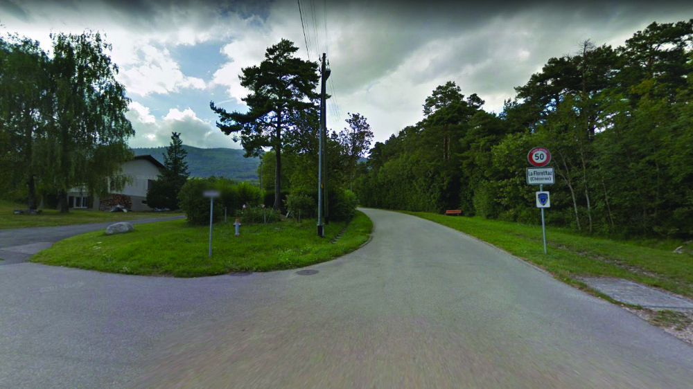 L'essentiel des parcelles du quartier de la Florettaz, au-dessus du village de Chéserex, le long de la route conduisant à la Dôle, sont soumise au régime des droits de superficie. Tous les trente ans, leur renouvellement est difficile.