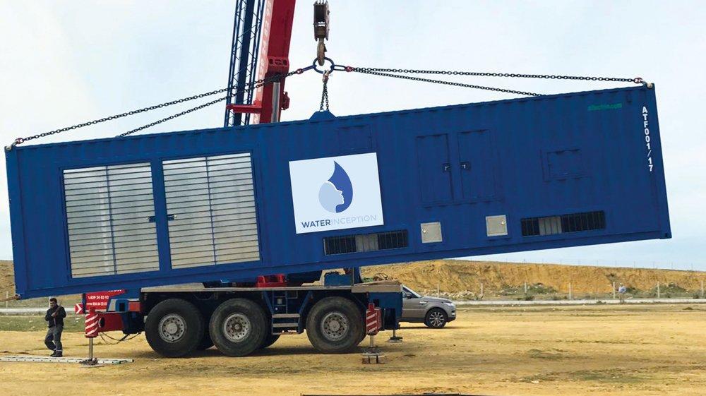 La machine produit de l'eau potable en condensant l'humidité qui se trouve dans l'air ambiant.