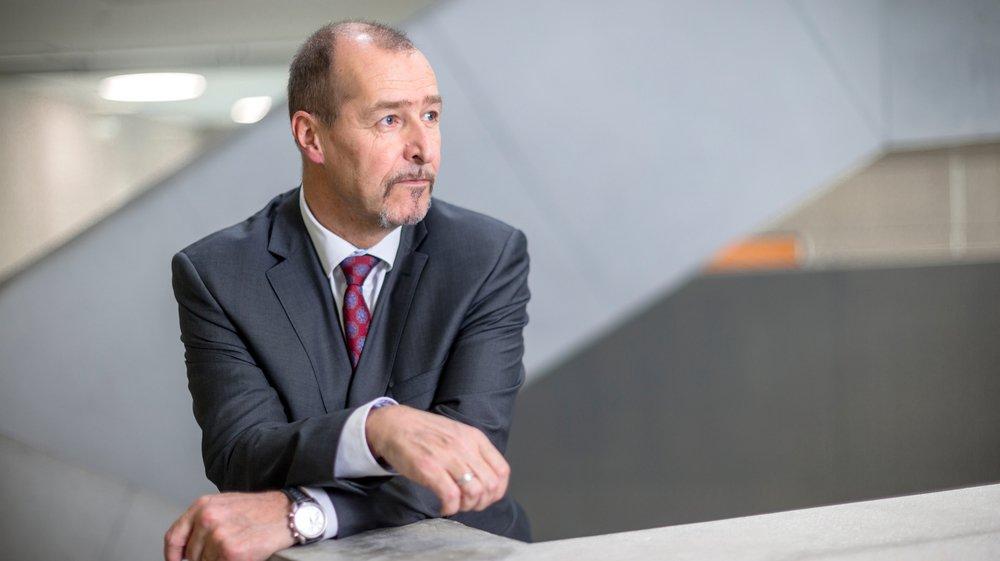 Mercredi 28 mars: Yves Deluz, directeur du Gymnase de Nyon depuis 2006, pose au cœur de l'Atrium.