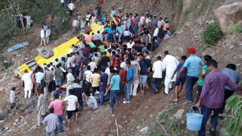 Inde: un autocar chute d'une falaise, 27 écoliers trouvent la mort