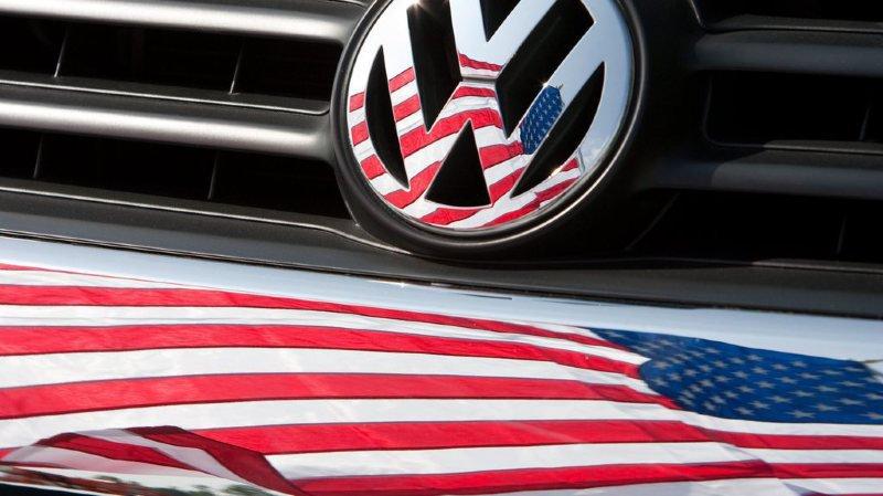 Taxes douanières: Trump étend ses menaces aux voitures fabriquées dans l'Union européenne