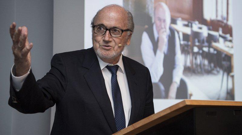 """Scandale FIFA: Sepp Blatter trouve le temps judiciaire """"un peu long"""""""