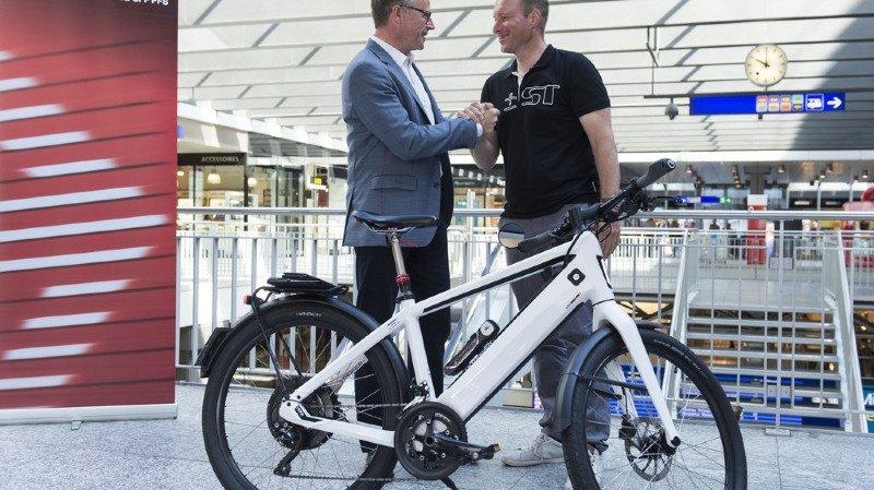 Andreas Meyer, patron des CFF s'était notamment associé à Thomas Binggeli, patron des vélos électriques Stromer, pour compléter son offre (archives).