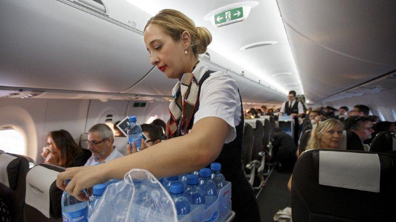 Aéroport de Genève: les passagers Light de Swiss devront payer leur repas et leurs boissons