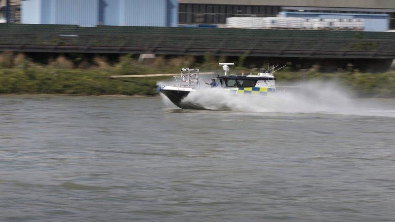 Alcoolisée, une conductrice de bateau percute la digue du Rhin en rentrant en Suisse