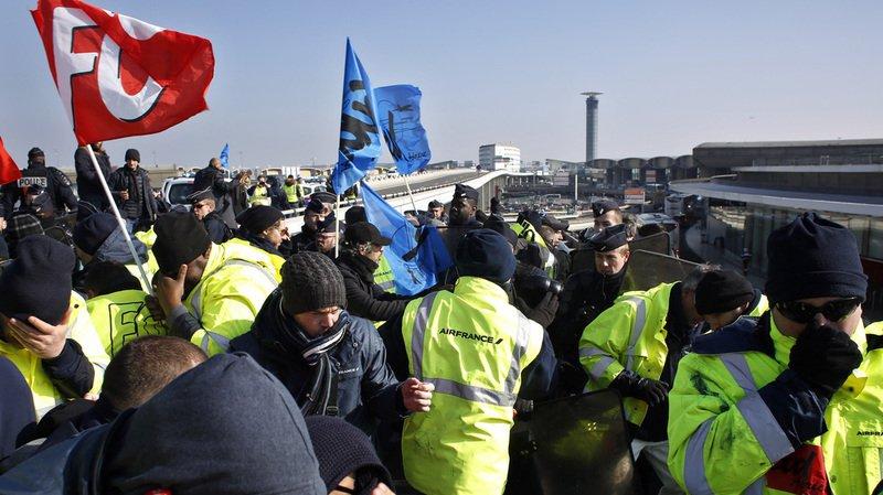 France: un avion sur quatre d'Air France sera cloué au sol mardi à cause de la grève