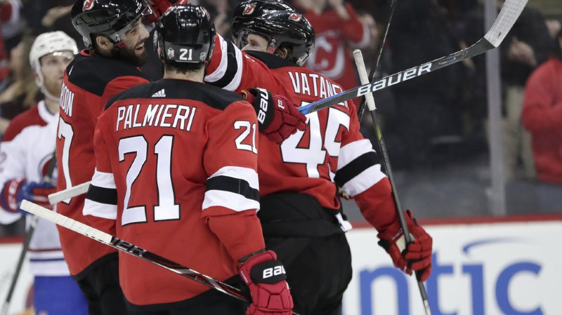 Hockey: Nico Hischier et les Devils battent Montréal 6-4, Nashville enquille les records