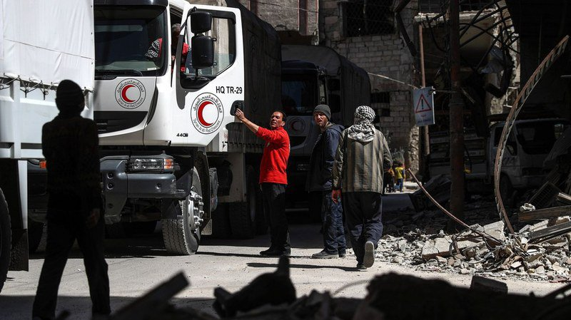 L'aide a été distribuée à Douma en dépit des bombardements sur cette principale ville de l'enclave et du survol d'hélicoptères du régime.