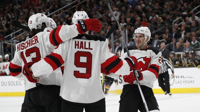 Nico Hischier et les Devils ont pulvérisé 8-3 Las Vegas.
