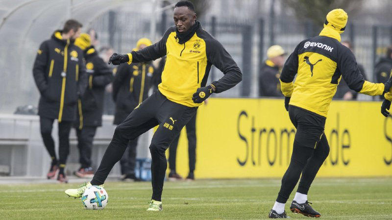 Football: Usain Bolt s'entraîne avec Dortmund et marque devant 150 journalistes