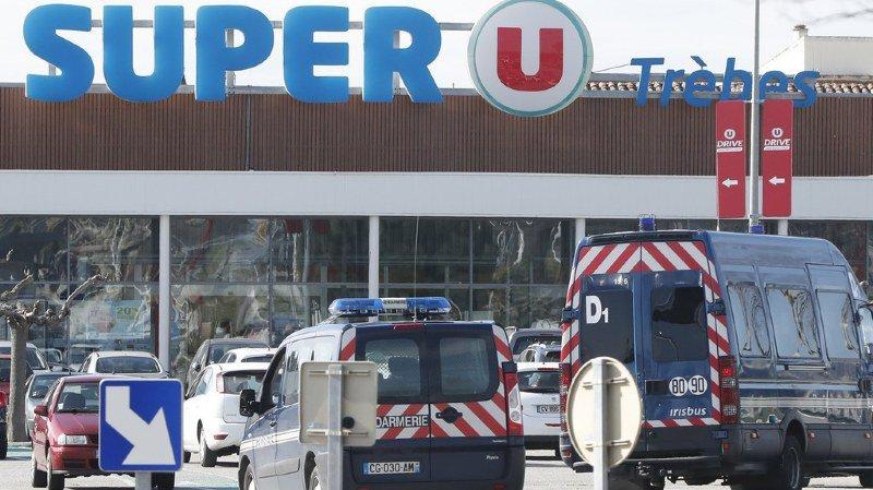 Un homme, fiché S, a pris plusieurs personnes en otage, ce vendredi après-midi, dans ce supermarché de Trèbes, en France. Il a tué 3 personnes avant d'être abattu.