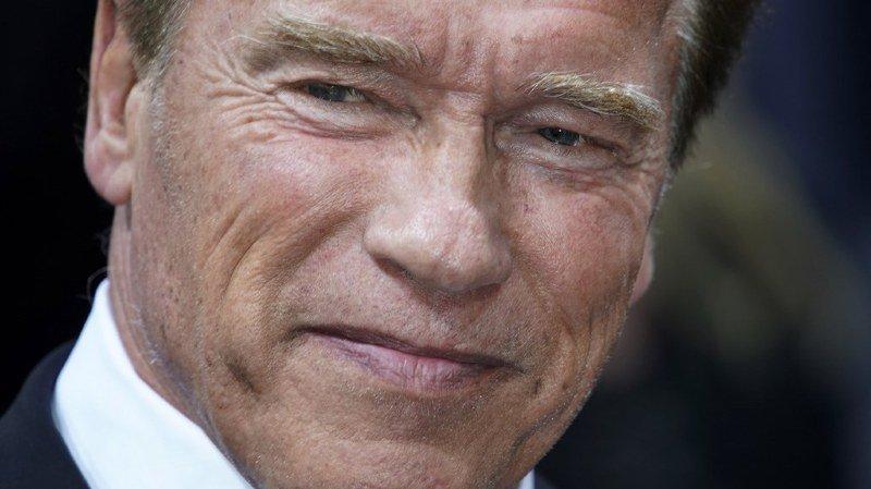 """Etats-Unis: Schwarzenegger est """"stable"""" après avoir subi une intervention cardiaque d'urgence"""