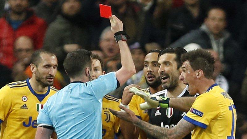 Football: Buffon doit tempérer ses propos, prévient le chef des arbitres