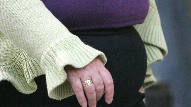 Le risque, c'est que lors de l'arrêt de la prise d'hormones, les graisses ne fassent un retour abrupt sur la ceinture abdominale (illustration).