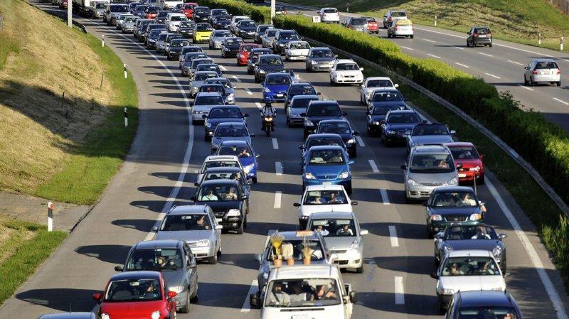 La commission juge trop dangereux d'utiliser la voie de droite afin de créer une file supplémentaire en cas d'embouteillages.